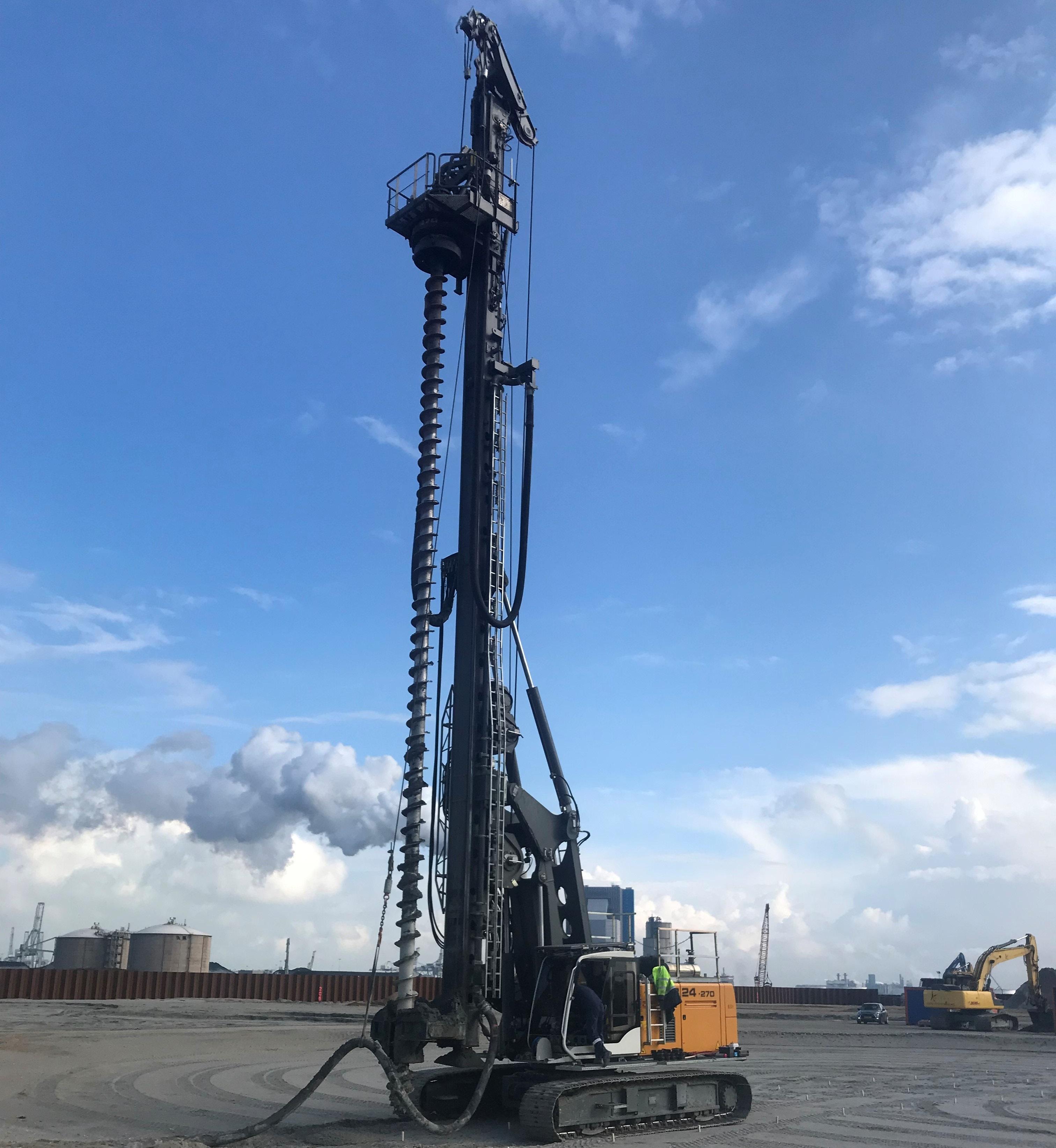 Neues Bohrgerät Liebherr LB24-270 mit SOB-Equipment in Dienst gestellt